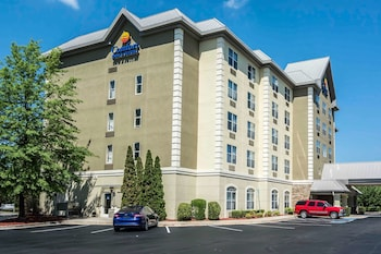 Hotel - Comfort Inn & Suites near Six Flags