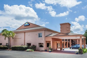 Days Inn by Wyndham Columbia