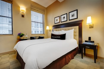 Deluxe Room, 1 Queen Bed, Accessible
