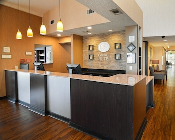 Lobby at Comfort Suites DFW Airport in Irving