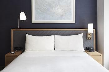 Room, 1 Queen Bed (Club Room)