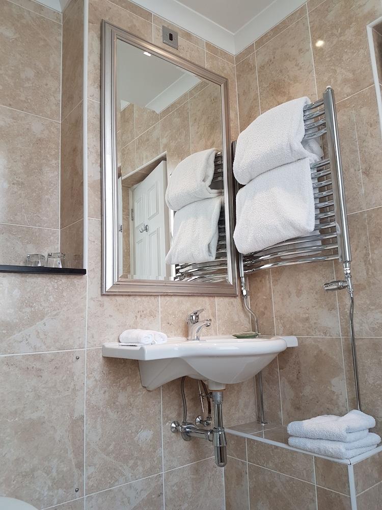 퀘벡스(Quebecs) Hotel Image 55 - Bathroom Sink