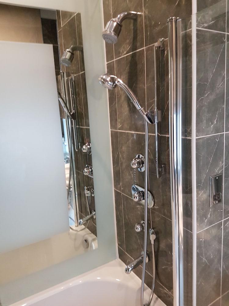 퀘벡스(Quebecs) Hotel Image 52 - Bathroom