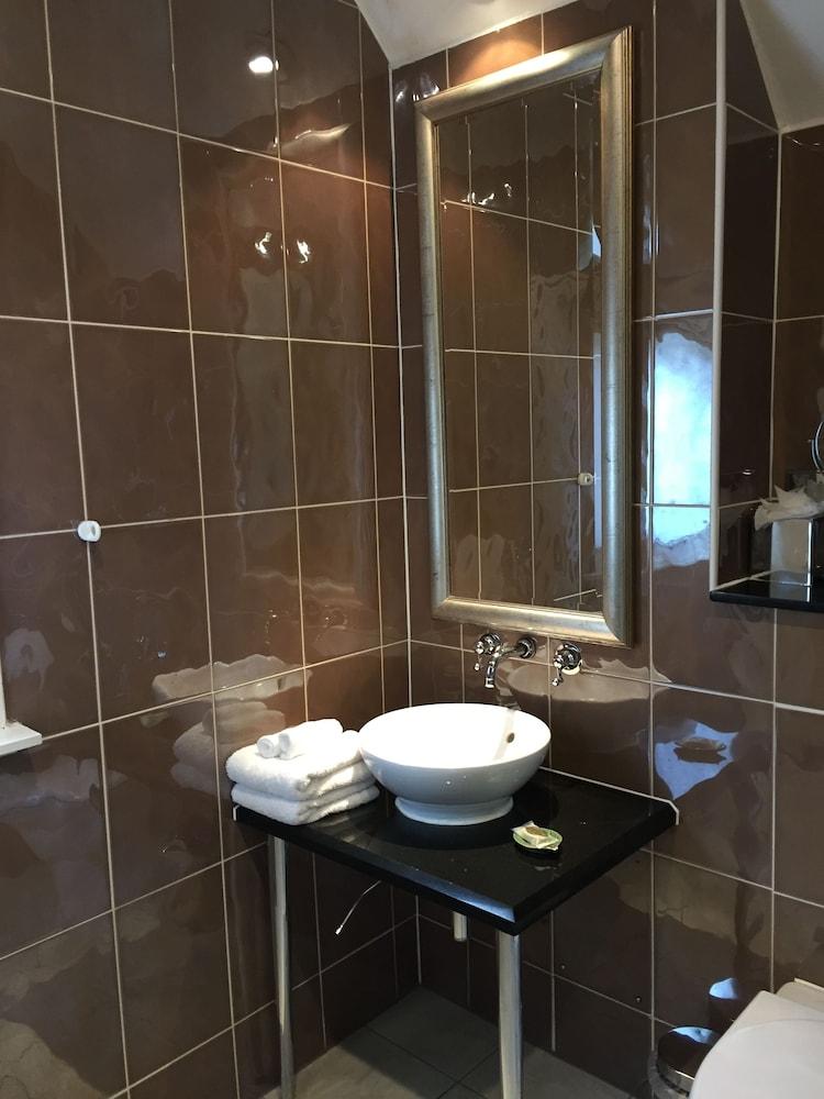 퀘벡스(Quebecs) Hotel Image 56 - Bathroom Sink