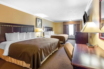 Deluxe Room, 2 King Beds, Non Smoking