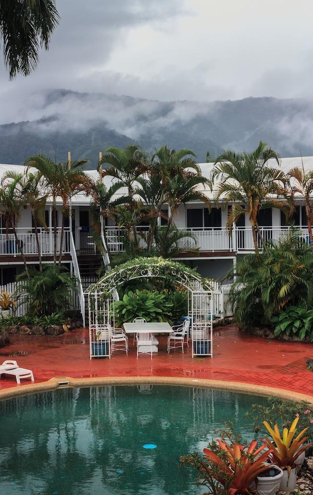 케언스 뉴 살롱(Cairns New Chalon) Hotel Image 35 - Indoor/Outdoor Pool