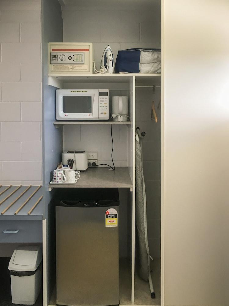 케언스 뉴 살롱(Cairns New Chalon) Hotel Image 20 - Mini-Refrigerator