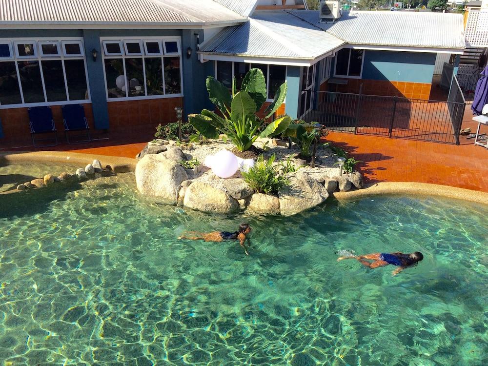 케언스 뉴 살롱(Cairns New Chalon) Hotel Image 26 - Outdoor Pool