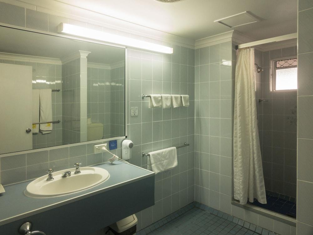 케언스 뉴 살롱(Cairns New Chalon) Hotel Image 22 - Bathroom
