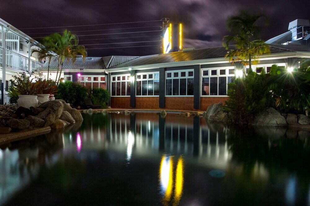 케언스 뉴 살롱(Cairns New Chalon) Hotel Image 66 - Outdoor Pool