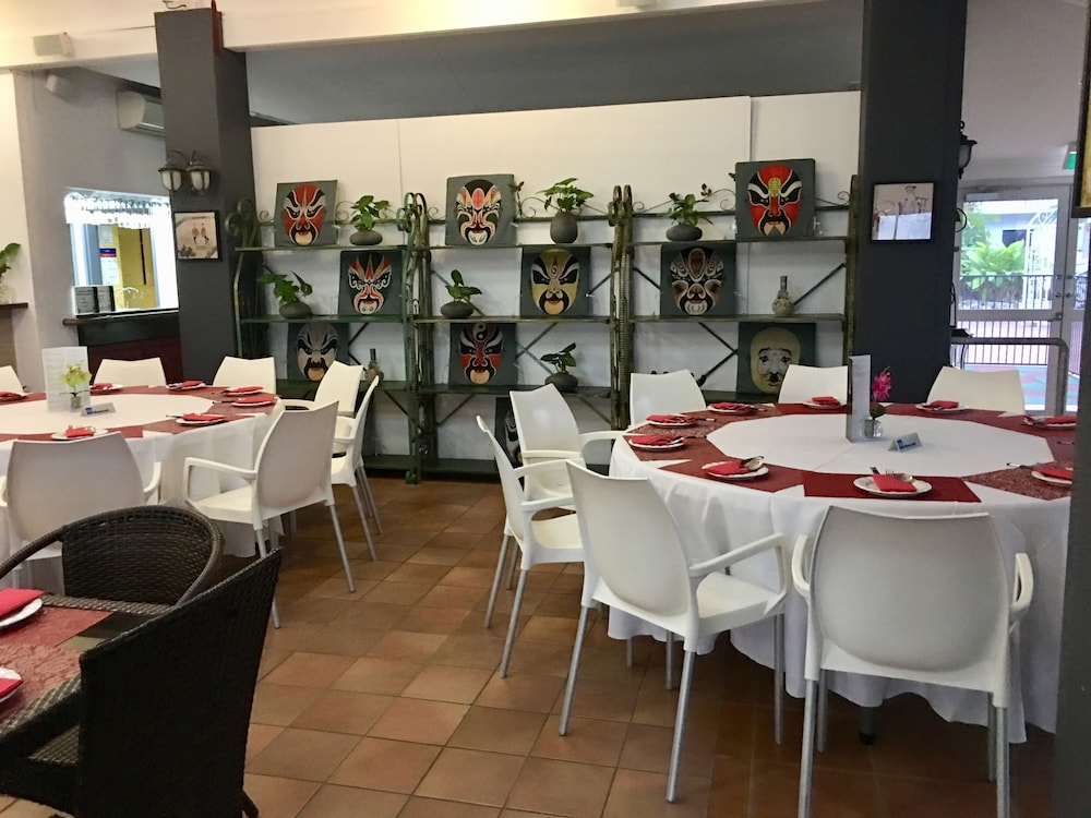 케언스 뉴 살롱(Cairns New Chalon) Hotel Image 43 - Restaurant