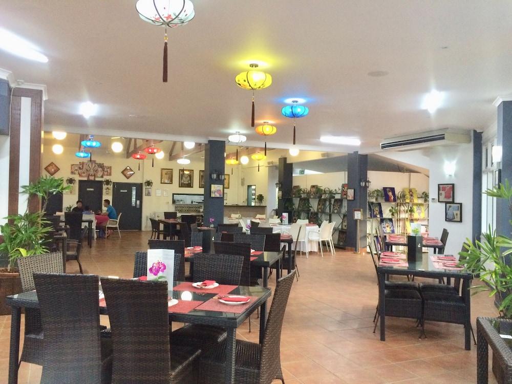 케언스 뉴 살롱(Cairns New Chalon) Hotel Image 48 - Restaurant