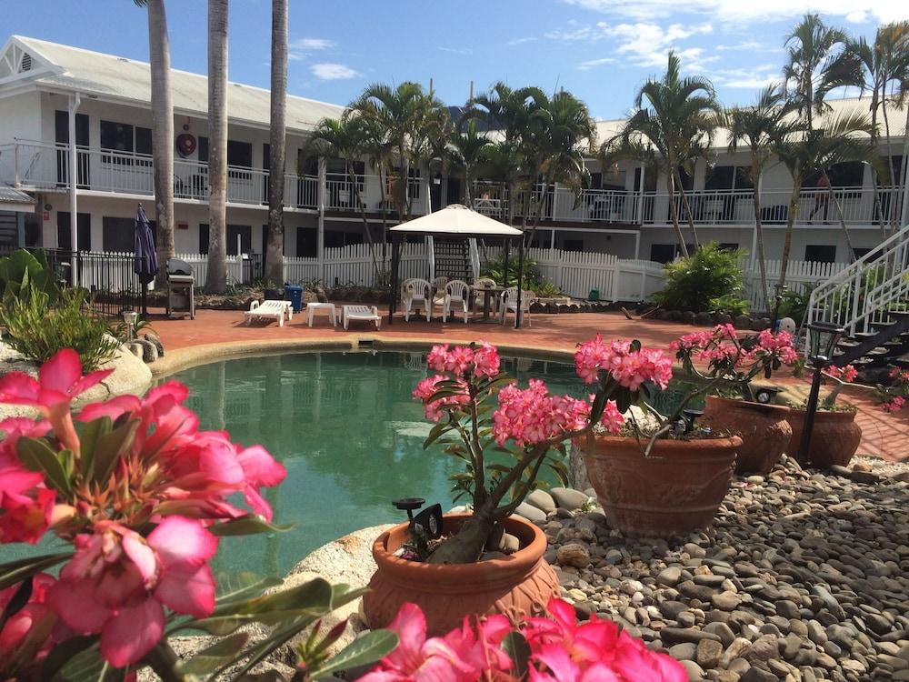 케언스 뉴 살롱(Cairns New Chalon) Hotel Image 30 - Outdoor Pool
