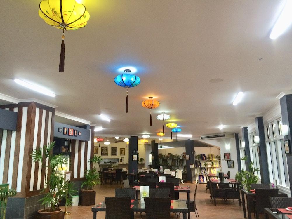 케언스 뉴 살롱(Cairns New Chalon) Hotel Image 49 - Restaurant