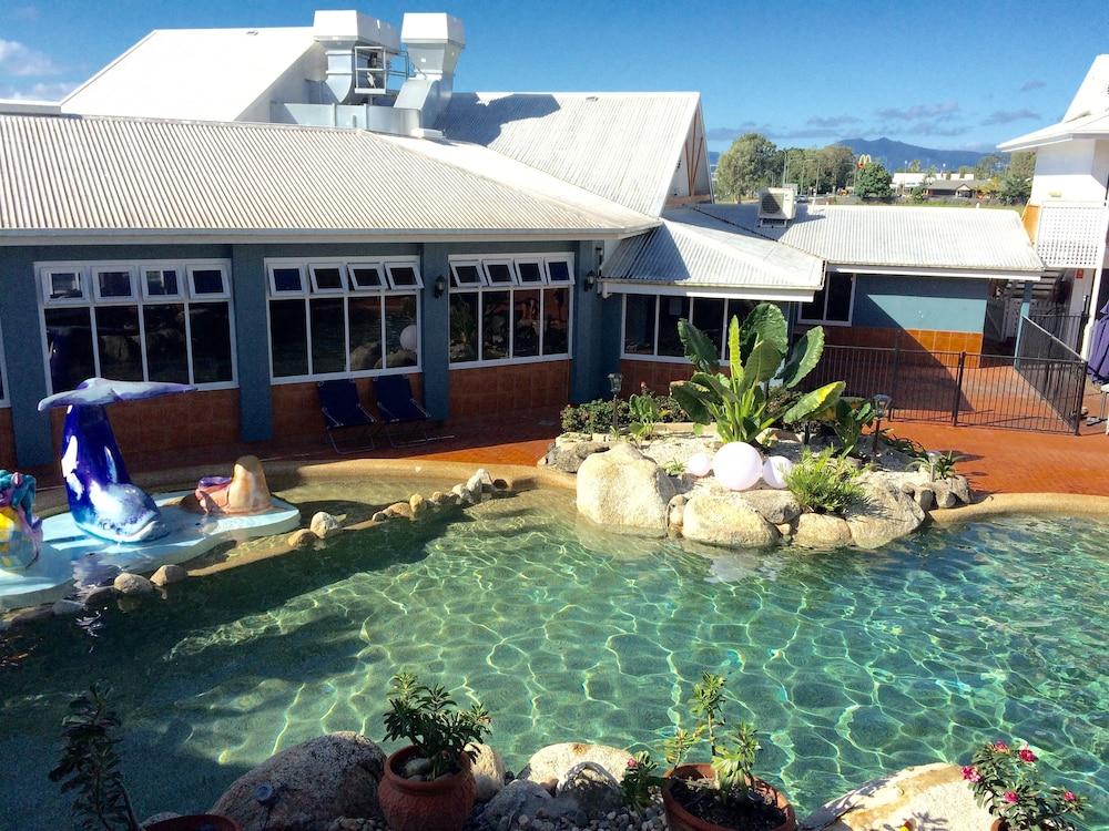 케언스 뉴 살롱(Cairns New Chalon) Hotel Image 27 - Outdoor Pool