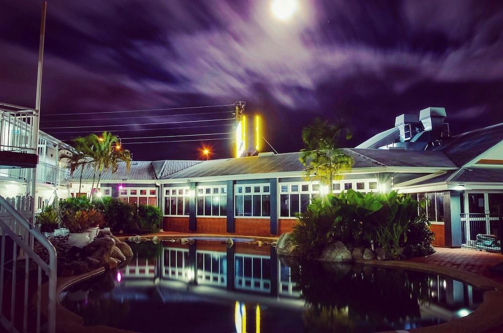 케언스 뉴 살롱(Cairns New Chalon) Hotel Image 34 - Outdoor Pool