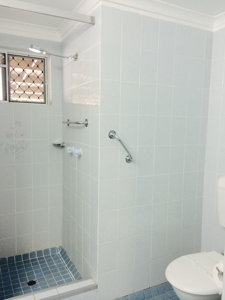 케언스 뉴 살롱(Cairns New Chalon) Hotel Image 21 - Bathroom