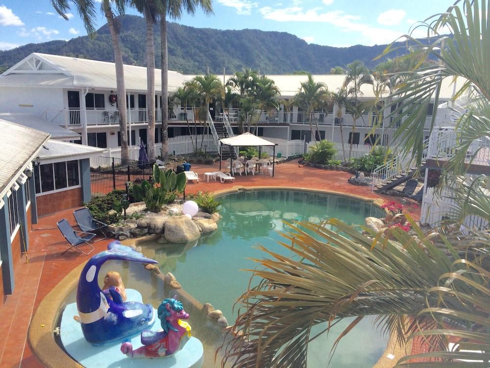 케언스 뉴 살롱(Cairns New Chalon) Hotel Image 32 - Outdoor Pool