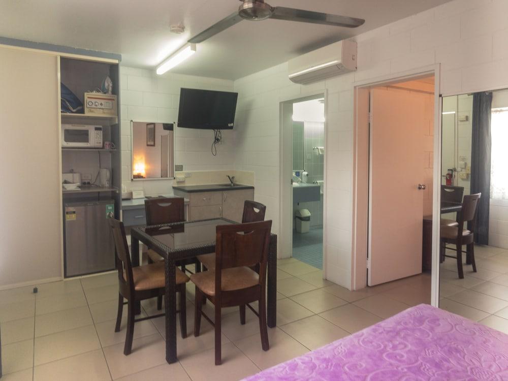 케언스 뉴 살롱(Cairns New Chalon) Hotel Image 13 - Guestroom