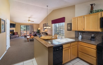 Standard Condo, 1 Bedroom, Kitchen