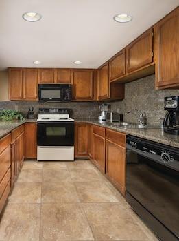 Standard Condo, 1 Bedroom, Kitchen