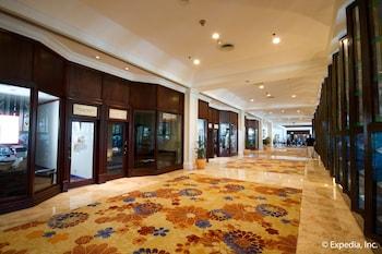Waterfront Airport Hotel Cebu Hallway
