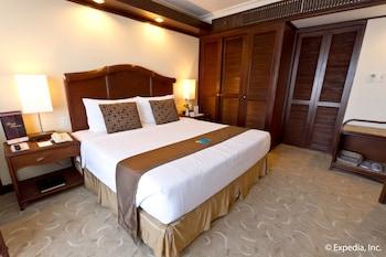 Waterfront Airport Hotel Cebu Living Area