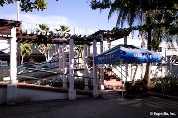 Waterfront Airport Hotel Cebu Exterior