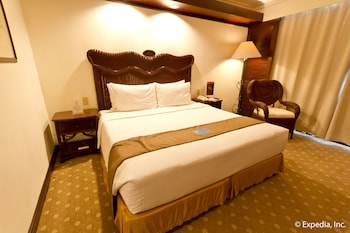 Waterfront Airport Hotel Cebu Guestroom