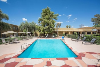 Days Hotel by Wyndham Peoria Glendale Area photo