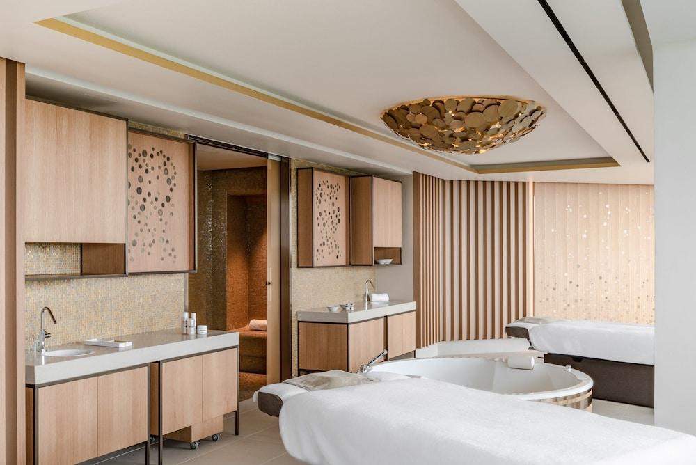 https://i.travelapi.com/hotels/1000000/540000/536100/536057/37860302_z.jpg