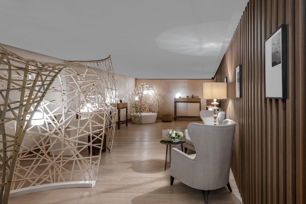 https://i.travelapi.com/hotels/1000000/540000/536100/536057/56489f09_z.jpg