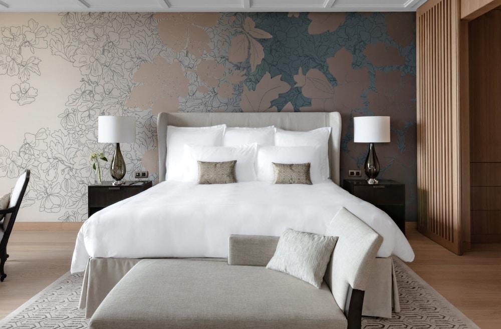 https://i.travelapi.com/hotels/1000000/540000/536100/536057/bd8ba2c5_z.jpg
