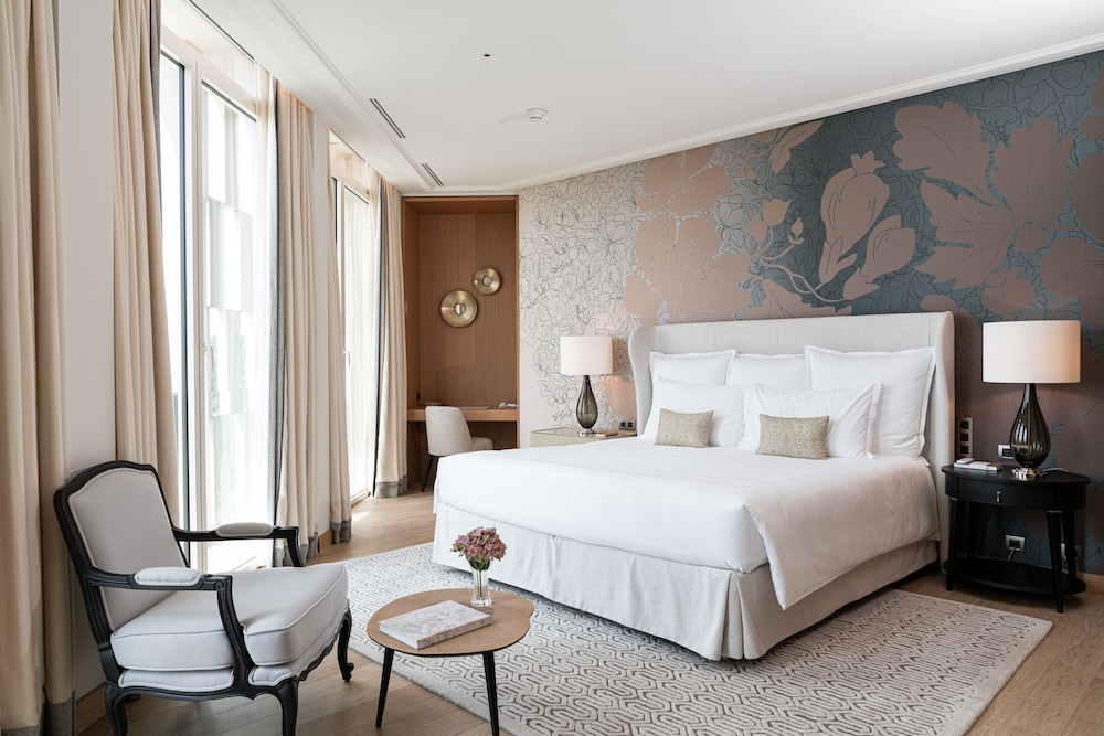 https://i.travelapi.com/hotels/1000000/540000/536100/536057/d7ea35f4_z.jpg