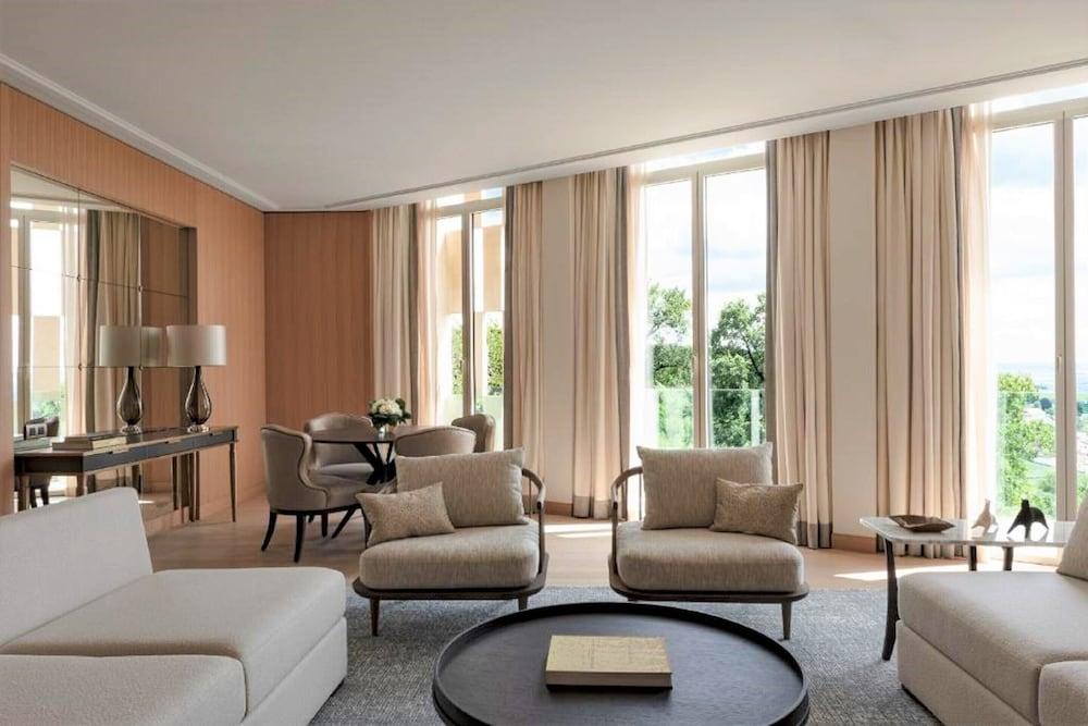 https://i.travelapi.com/hotels/1000000/540000/536100/536057/df480d2a_z.jpg