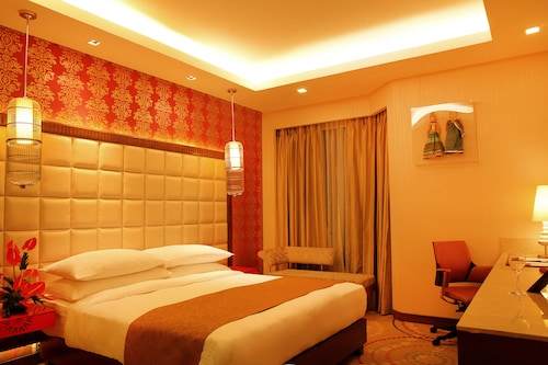 The Metropolitan Hotel and Spa New Delhi, West