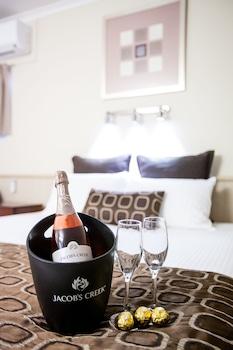 Guestroom at Comfort Inn & Suites Robertson Gardens in Robertson