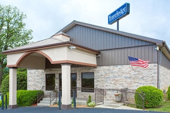 Travelodge by Wyndham Wytheville photo