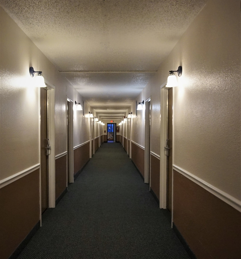 트래블로지 바이 윈덤 와이더빌(Travelodge by Wyndham Wytheville) Hotel Image 35 - Hallway