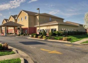 Hotels Near Berkshire Apartments - Apartments - 830 North