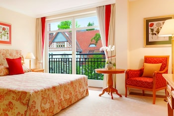 Classic Room, 1 King Bed, Non Smoking, Garden View
