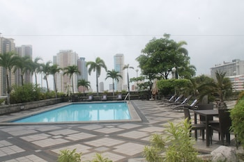 Pearl Manila Hotel Outdoor Pool