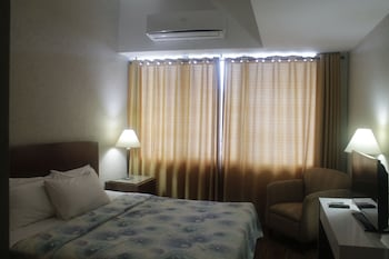 Pearl Manila Hotel Guestroom