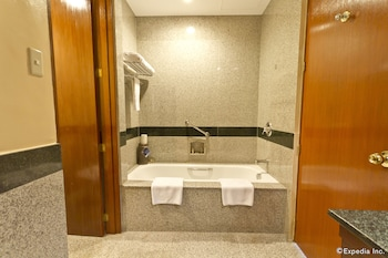 Waterfront Cebu City Hotel & Casino Deep Soaking Bathtub