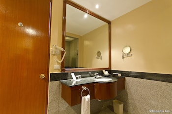 Waterfront Cebu City Hotel & Casino Bathroom Sink