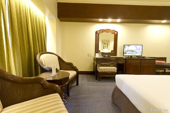 Waterfront Cebu City Hotel & Casino Room
