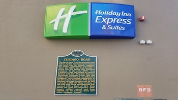 Holiday Inn Express & Suites Detroit Downtown