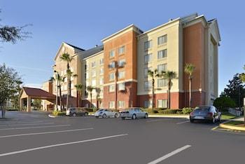 Exterior at Comfort Inn & Suites near Universal Orlando Resort in Orlando
