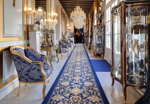 . Château de Beauvois - Younan Collection