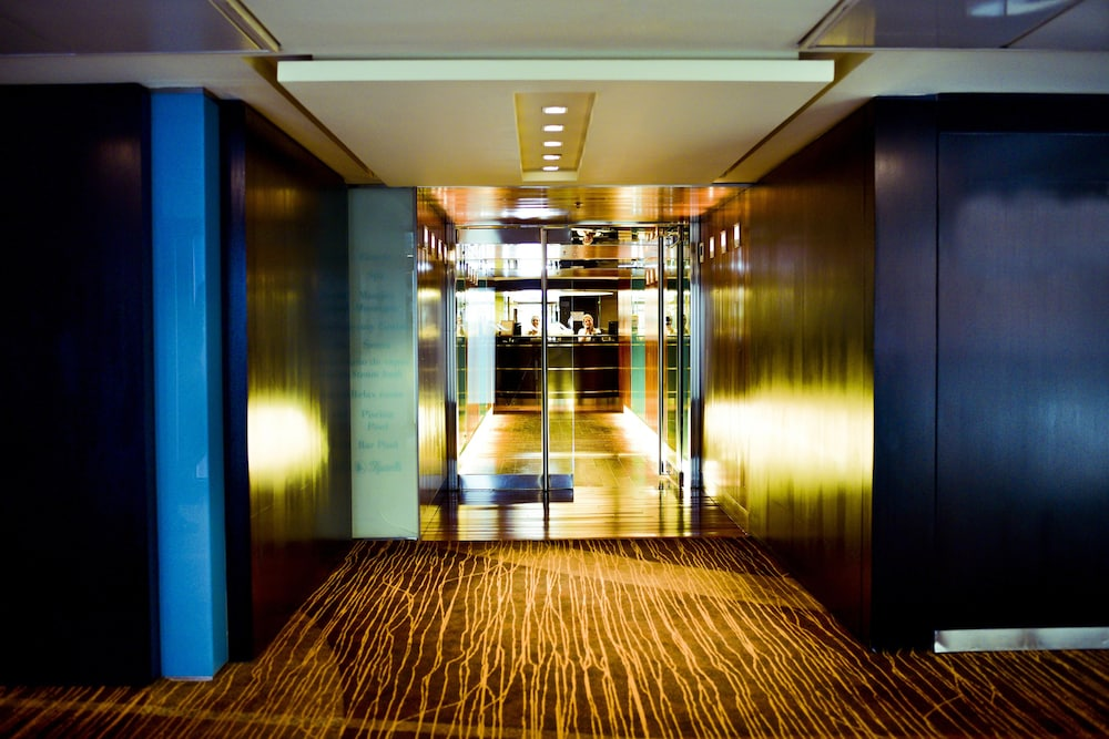 Hotel : Interior Entrance 2 of 133